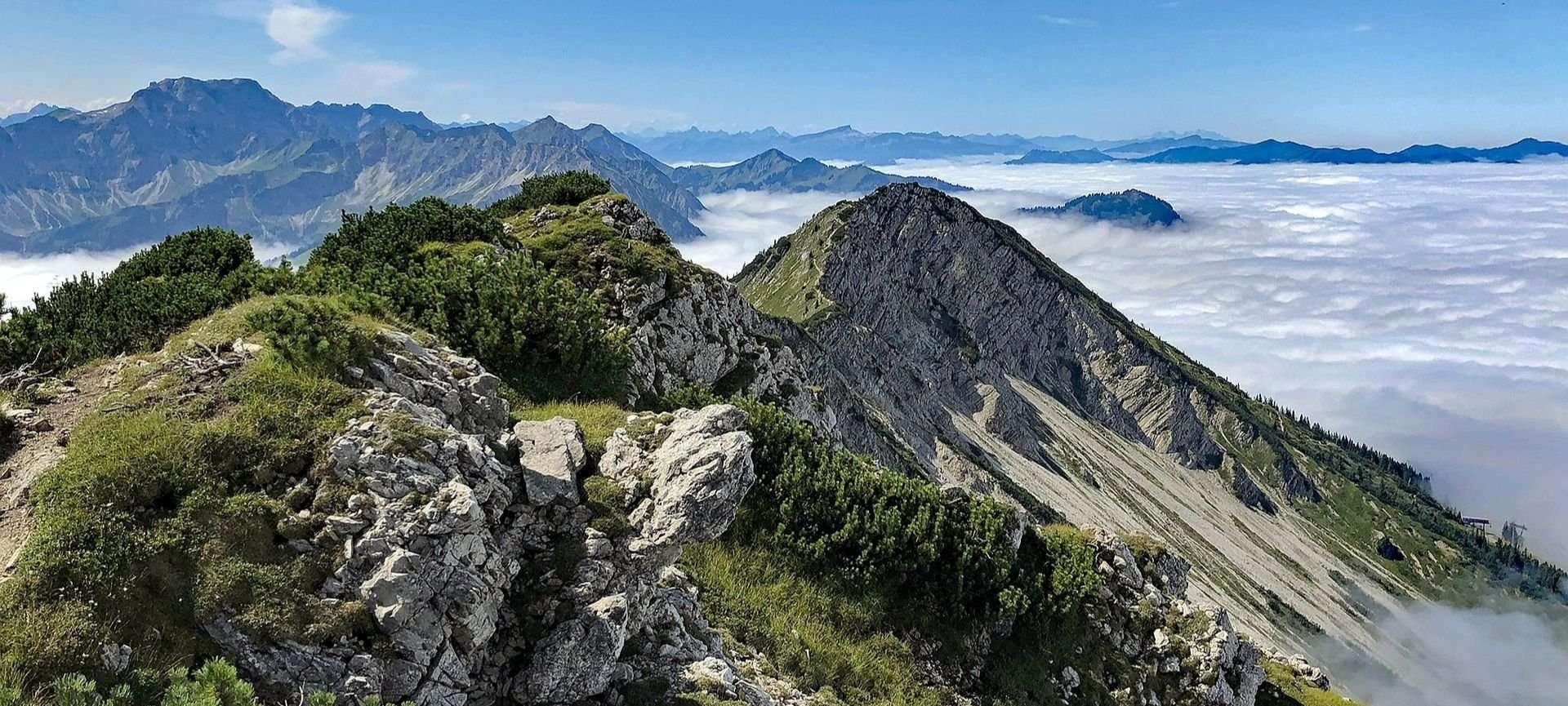 camminata in discesa in montagna
