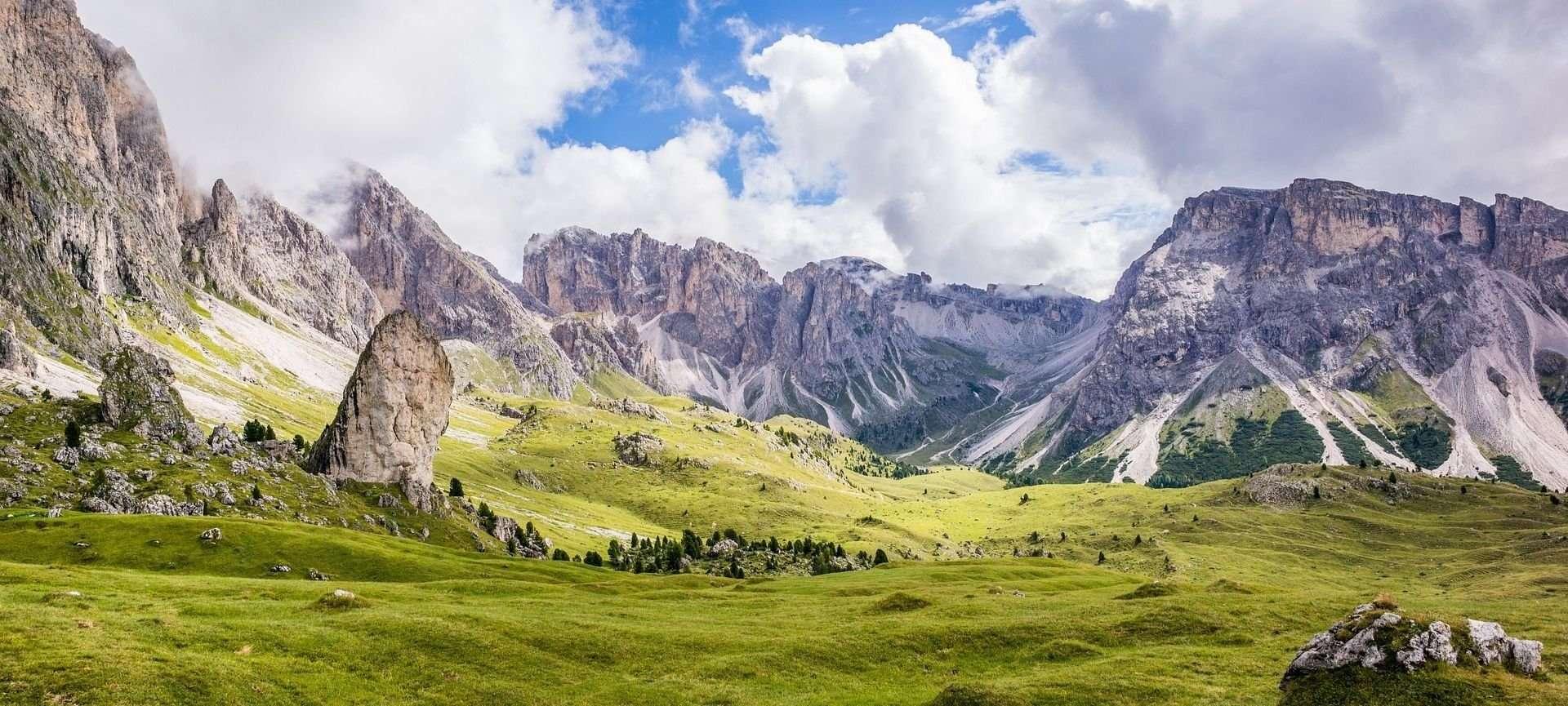 cosa portare per camminare in montagna