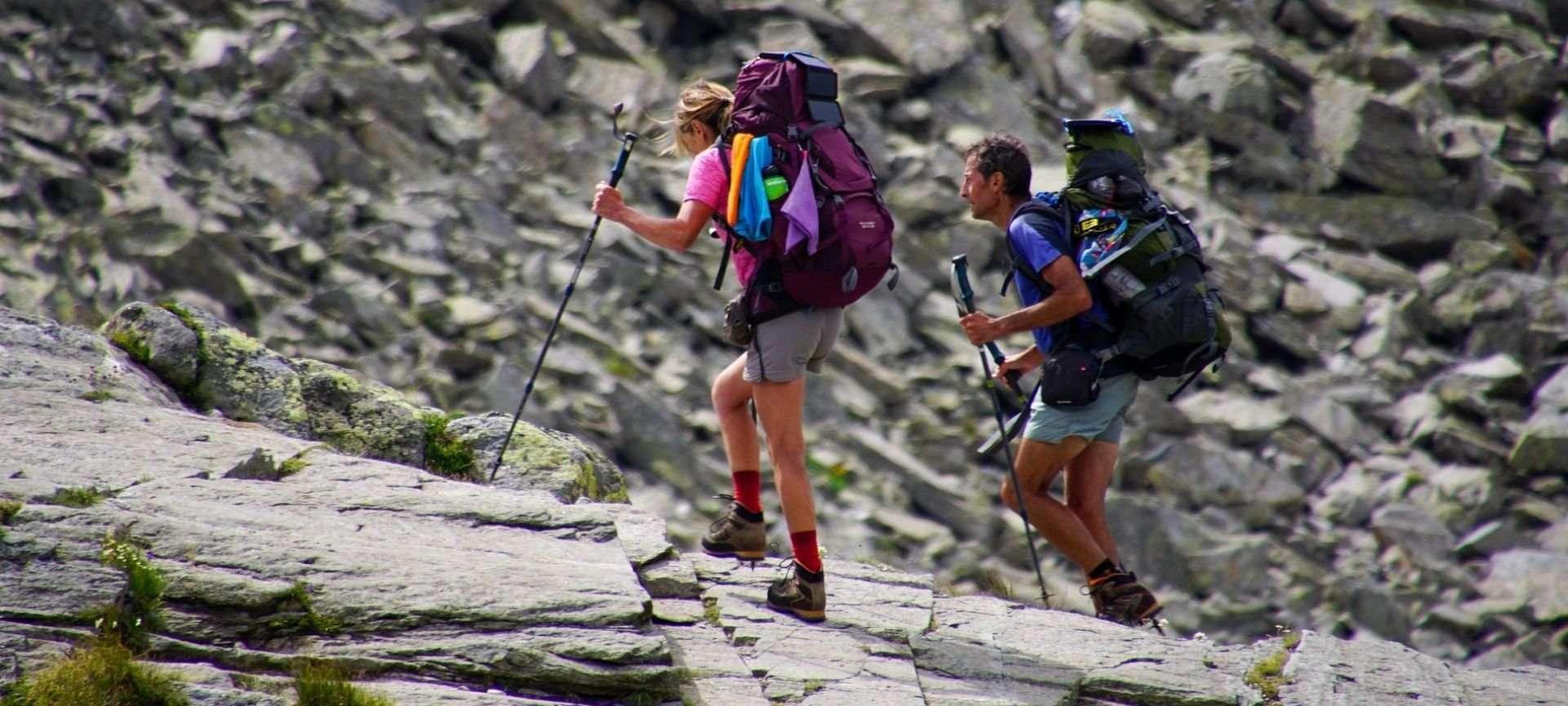 zaino per camminare in montagna
